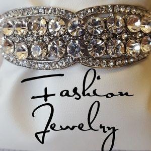 Jewelry - GORGEOUS Round Crystal & Rhinestone Bracelet
